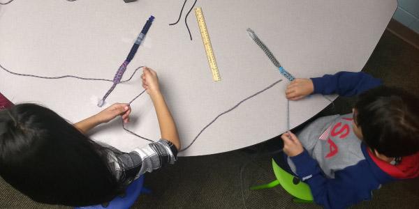 kids making paracord bracelets