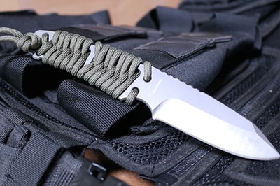 survival knife with fishtail wrap